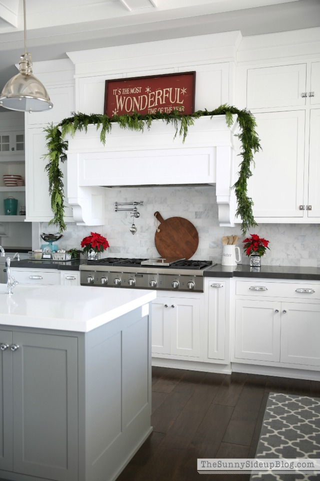 Christmas kitchen - love the garland