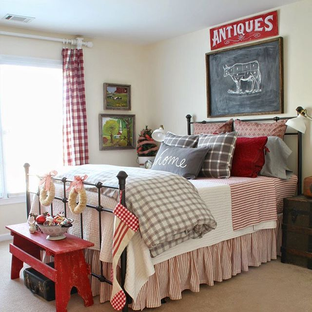 Love this festive red Christmas bedroom