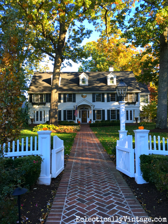 Fall Curb Appeal - 18 stunning homes with ideas to copy! Love this classic colonial and white picket fence kellyelko.com