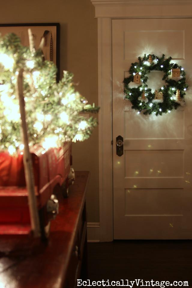 Love this DIY Christmas village wreath kellyelko.com