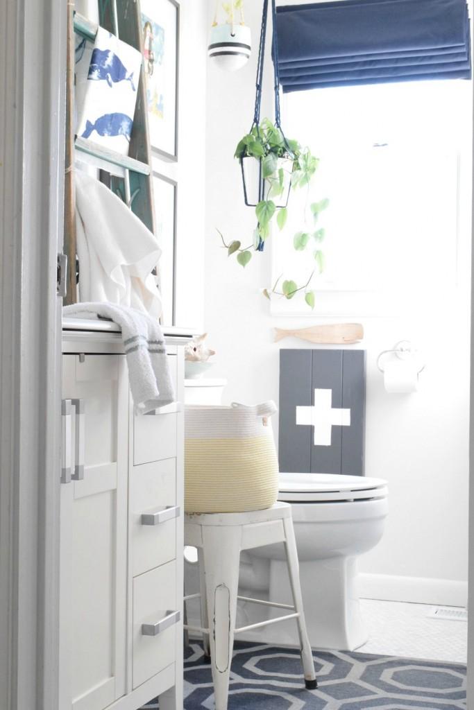 Nautical bathroom in blue and white kellyelko.com
