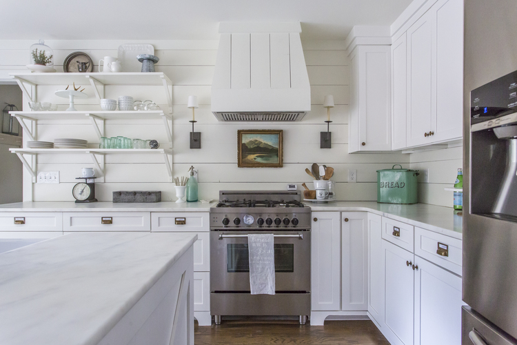 Love this shiplap backsplash and the open kitchen shelves in this updated farmhouse kitchen kellyelko.com