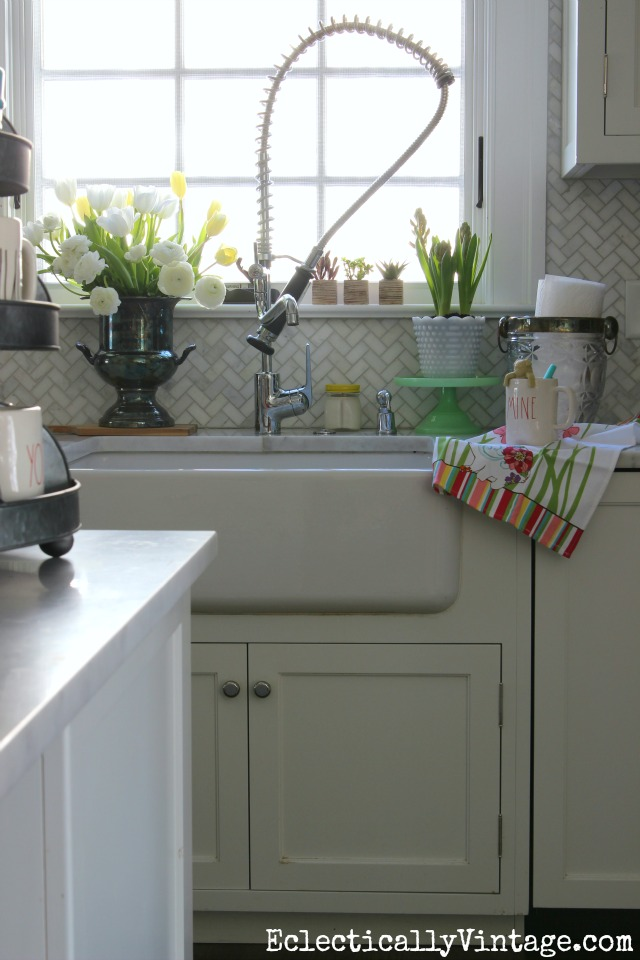 Make your kitchen sink a happy place with some fun accessories (love the paper towel holder)! kellyelko.com