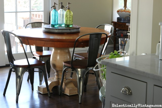 Love this cozy dining area and the vintage style industrial chairs kellyelko.com