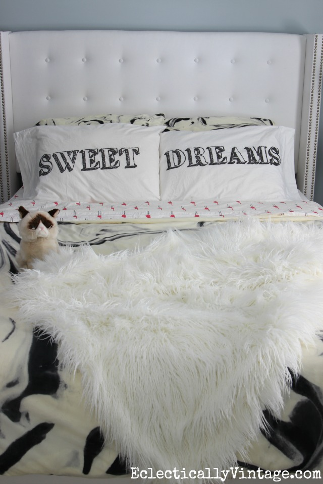 Love this tufted white bed with nailhead trim and those fun Sweet Dreams pillowcases! kellyelko.com
