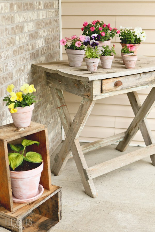 Rustic porch table - perfect for holding lots of flower pots kellyelko.com