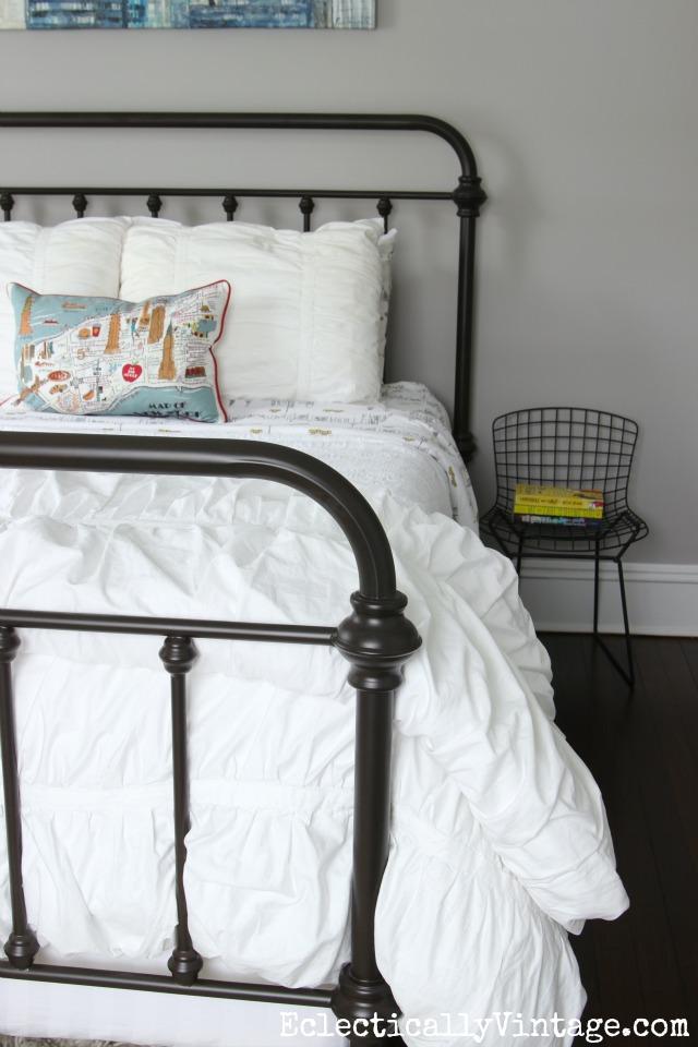 Vintage style metal bed - love the white duvet kellyelko.com