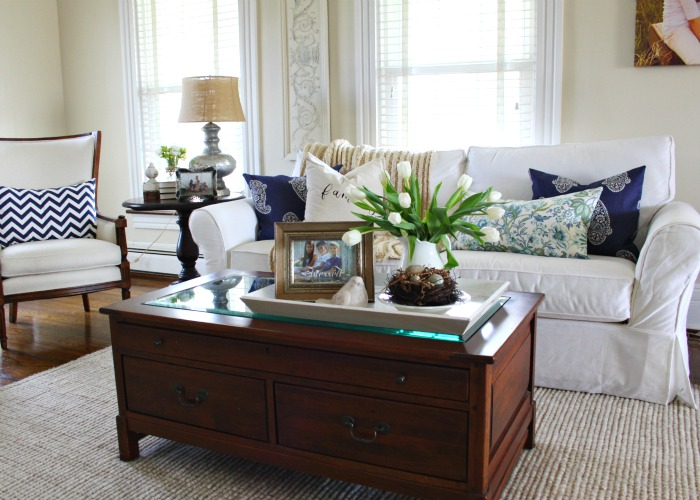 Blue and white living room eclecticallyvintage.com