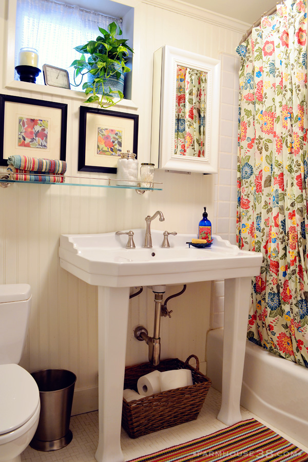 Colorful guest bathroom kellyelko.com