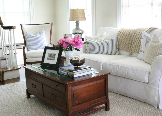 Cozy white sofa eclecticallyvintage.com