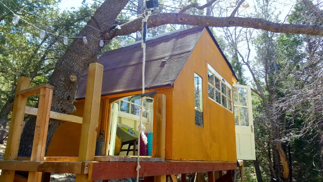 Eclectic tree house made from recycled materials kellyelko.com