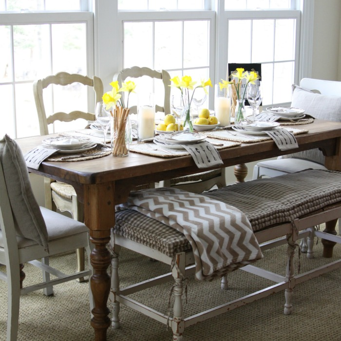 Love this festive spring table setting and the mis matched chairs with bench eclecticallyvintage.com