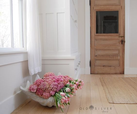Giant clam shell planter - so beautiful overflowing with pink hydrangeas and tulips kellyelko.com