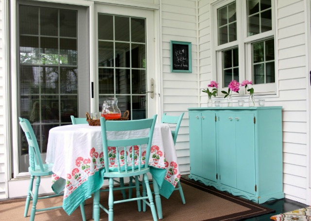 Love this brightly colored painted porch furniture eclecticallyvintage.com