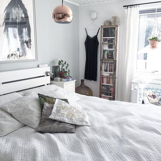 Simple white bedroom kellyelko.com