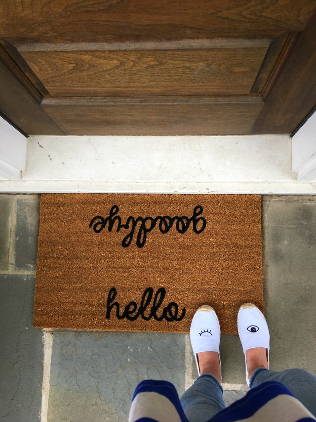 How fun is this Hello/Goodbye doormat! kellyelko.com