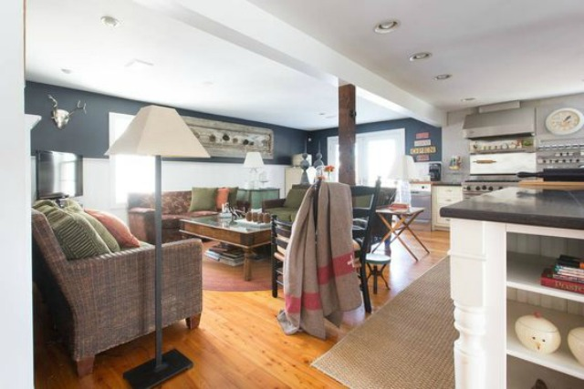 Love this open floor plan in this charming farmhouse family room kellyelko.com