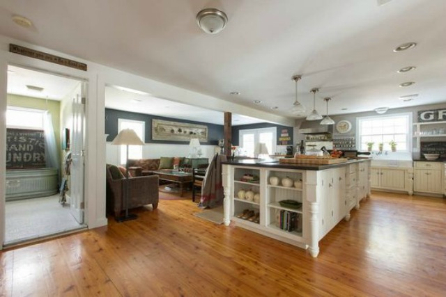 Love this open floor plan farmhouse kellyelko.com