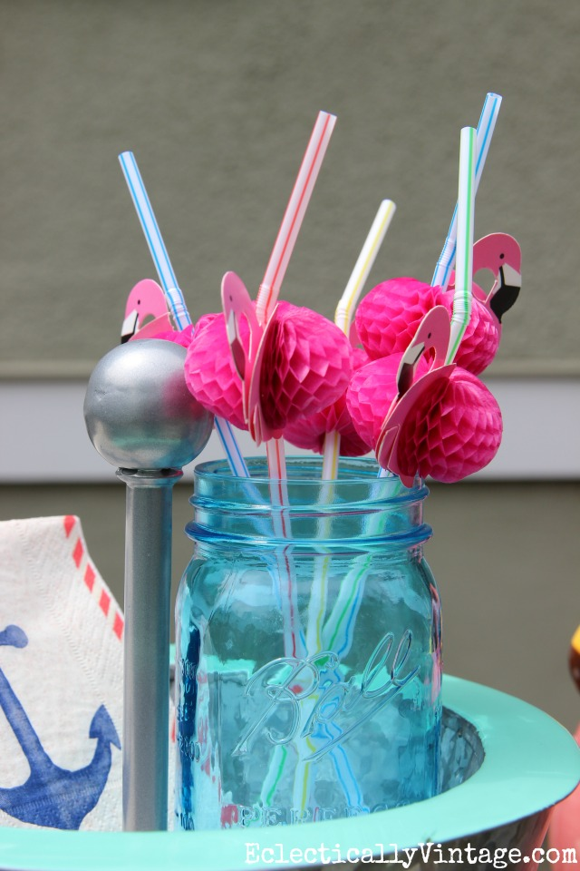 Love these cute pink flamingo straws - perfect for an outdoor bbq kellyelko.com