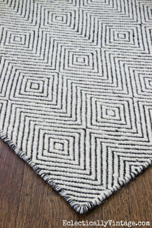 Love this graphic black and white paddle rug kellyelko.com