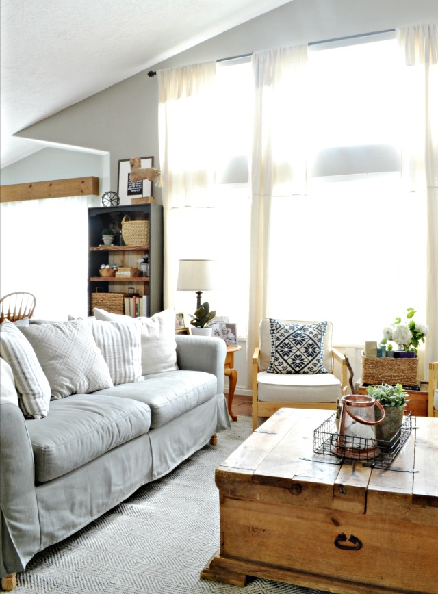 Love this neutral farmhouse family room kellyelko.com