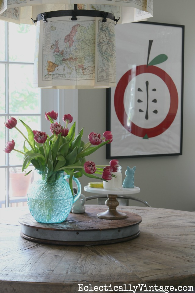 Love this fun kitchen with farmhouse table and graphic apple art kellyelko.com