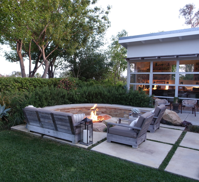 Love the built in fire pit with stone wall kellyelko.com