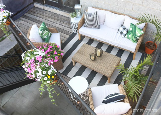 Love this tiny balcony big on outdoor style kellyelko.com