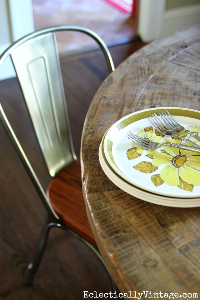 Love this rustic farmhouse table paired with an industrial chair kellyelko.com