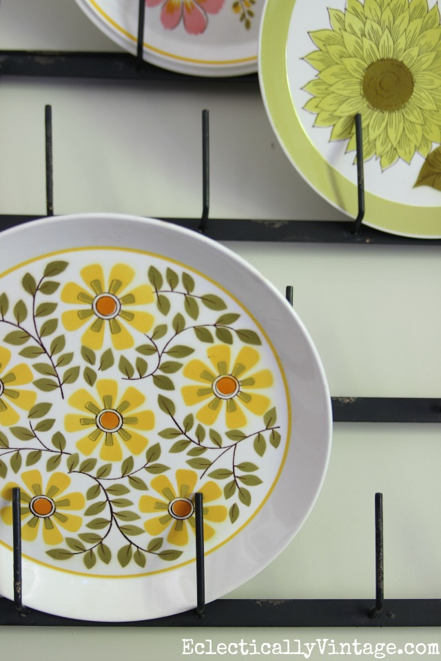 Love these whimsical 1970's floral plates kellyelko.com