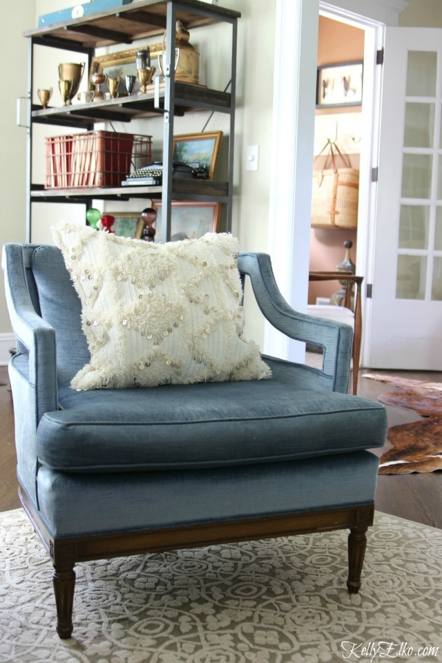 Love this mid century blue chair and textured pillow kellyelko.com