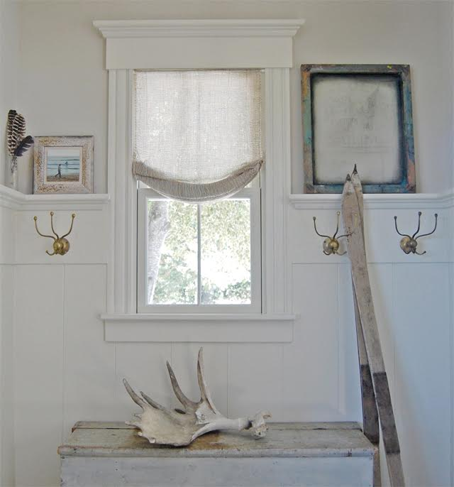Love the brass hooks in this entry kellyelko.com